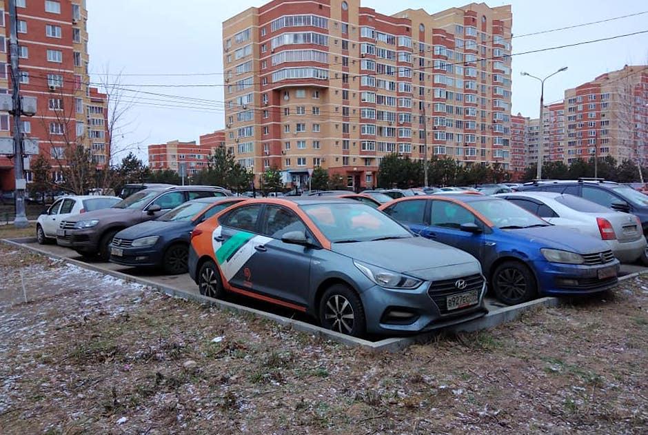 Жители микрорайона Родники в Подольске оказались заложниками каршеринговых автомобилей