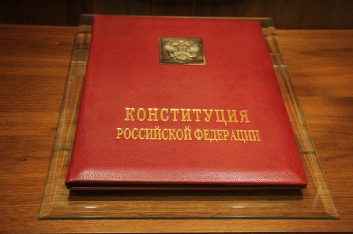 Психолог: «Упоминание Бога в Конституции — попытка преодолеть дискретность нашего исторического развития»