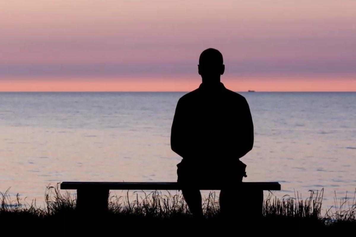 Психолог рассказал, почему люди с низким доходом чувствуют себя одинокими