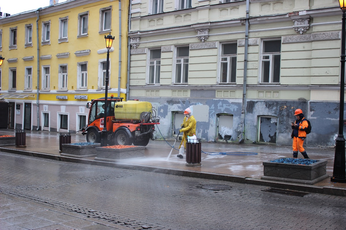 «Что нас ждет этой зимой? Черт его знает, что!»: глава Тверского района об уборке улиц в Москве в период пандемии