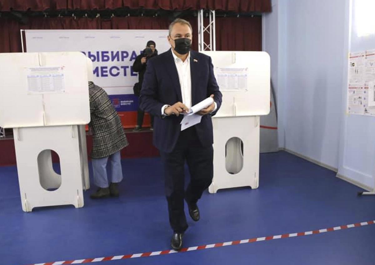 Московские политики проголосовали на выборах в Госдуму очно и в последний день